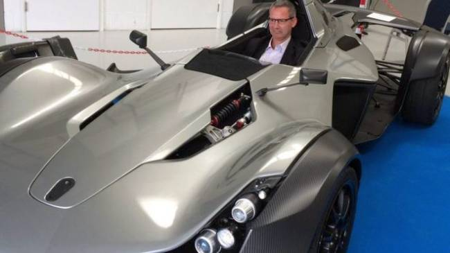 The world's first graphene car have single seat like F1-style
