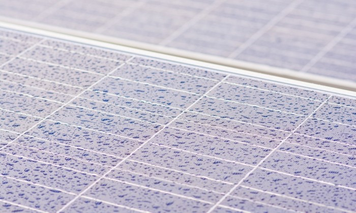 New generation of solar panels graphene-enhanced able to generate electricity by raindrops