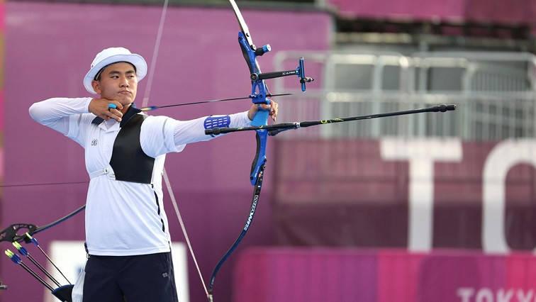 Korean archer Kim Je deok using graphene bow